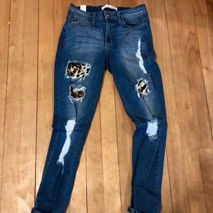 Kancan leopard distressed skinny jeans!